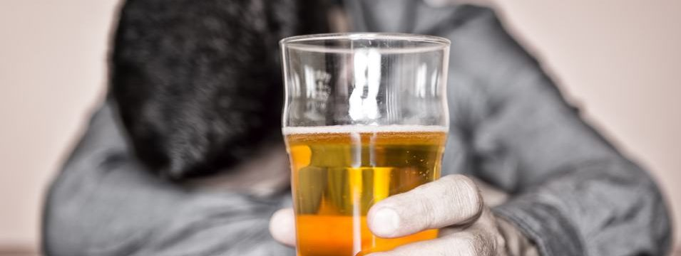 Scary Symptoms of Loved One's Alcohol Abuse That Indicate Addiction